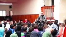 L'imam de Brest explique aux enfants qu'écouter la musique les transformera en singe ou en porc