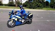 Des motards révisent leurs gammes avec les motocyclistes de la gendarmerie