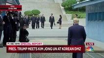 Khu phi quân sự Triều Tiên, Bàn Môn Điếm ( Panmunjeom ), tỉnh Gyeonggi, Hàn Quốc 15h46 ngày 30/06/2019 (GMT+9): Donald Trump và Kim Jong Un bắt tay nhau và chụp hình chung từ phía ranh giới Bắc Triều Tiên tại khu vực an ninh chung (JSA ) ...lần đầu tiên s