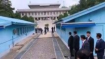 Khu phi quân sự Triều Tiên, Bàn Môn Điếm ( Panmunjeom ), tỉnh Gyeonggi, Hàn Quốc 15h48 ngày 30/06/2019 (GMT+9): Donald Trump sau khi bước qua Bắc Triều Tiên từ phía ranh giới Bắc Triều Tiên tại khu vực an ninh chung (JSA ) lần đầu tiên sau 65 năm kể từ kh