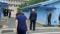 Khu phi quân sự Triều Tiên, Bàn Môn Điếm ( Panmunjeom ), tỉnh Gyeonggi, Hàn Quốc 15h45 ngày 30/06/2019 (GMT+9): Khoảnh khắc Donald Trump và Kim Jong Un bắt tay nhau tại khu vực an ninh chung (JSA ) ...lần đầu tiên sau 65 năm kể từ khi kết thúc chiến tranh