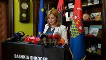 U vendos dryni nga PD-ja/ Policia hap shkollat që kyçi  - Top Channel Albania - News - Lajme