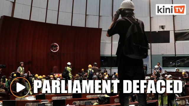 Protesters in Hong Kong storm legislative building over China extradition bill