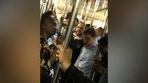 Une femme ravit les passagers d'un métro avec une chanson de Michael Jackson