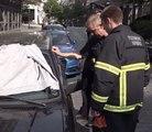 Les pompiers libèrent un chien d'une voiture garée au soleil