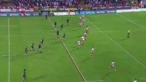 Un rugbyman se remet le genou en place