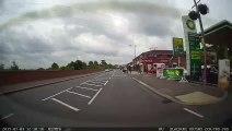 Un conducteur sauve une fillette seule sur la route