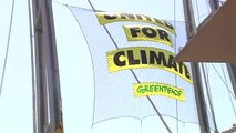 El buque insignia Rainbow Warrior de Greenpeace atraca en Barcelona