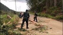Equipe da Polícia Miltar Ambiental desobstrui estrada em Dores do Rio Preto