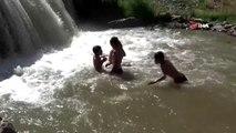 Sıcaktan bunalan çocukların tehlikeli serinliği