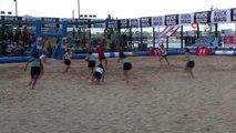 Kadıköy'de ragbi oyuncularının kum üzerinde kıyasıya mücadelesi