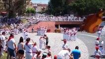 Festival folclóricode danzas en la plaza de los Fueros