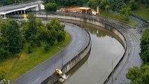Viraja hızlı giren taksi nehre uçtu! Kabus dolu anlar kamerada