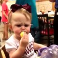 Les plus droles reactions de bebes goutant du citron pour la premiere fois