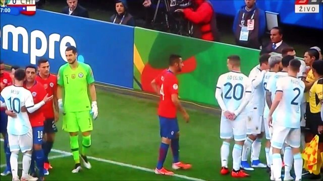 Gary Medel and Lionel Messi got red cards for scuffle!