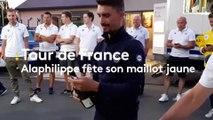 Tour de France : Julian Alaphilippe fête son maillot jaune avec son équipe