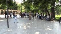 Sıcaktan bunalan vatandaşlar parklarda serinliyor