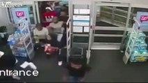 60 jeunes pillent un supermarcheu en quelques secondes !