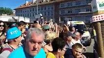 Tour de France ; d istribution de goodies sur le village départ à St Dié