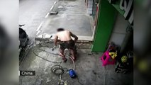 Milagro en China: electrocutado al lavar la moto