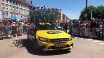 Tour de France : le défilé des voitures des directeurs sportifs au départ de Saint-Dié