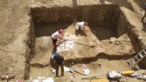 Unas excavaciones sacan a la luz restos humanos en un patio de Palencia
