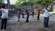 Danser dans les parcs, le style de Pyongyang