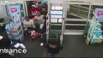60 jeunes pillent un supermarché en quelques secondes !
