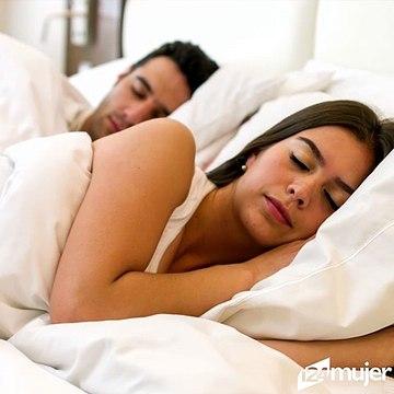 ¿Qué significa que tu pareja te de la espalda al dormir?