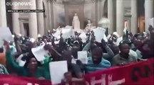 Parigi, Pantheon occupato: la rivolta dei sans-papiers.