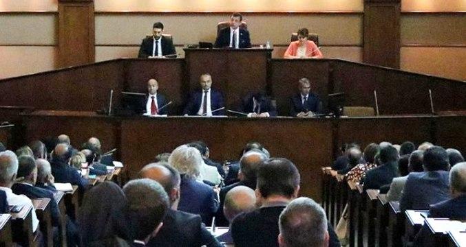 """İBB Meclis'inde """"teşekkür"""" gerginliği: HDP'ye de teşekkür et"""