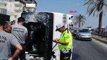 ANTALYA Manavgat'ta tur midibüsü devrildi 16 yaralı