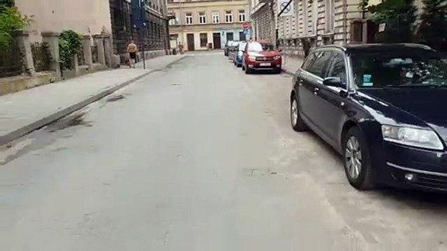 Agresywny mężczyzna w centrum Łodzi