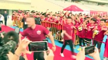 Arnautovic presented as Shanghai SIPG player, performs ball skills for fans
