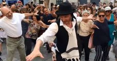 La célèbre danse de Rabbi Jacob rejouée le temps d'un flashmob à Paris