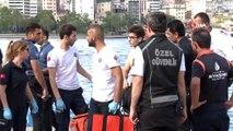 Haliç'te denize atlayan genç kızı peşinden atlayarak kurtardı