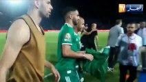 Célébration des joueurs algériens avec les supporters