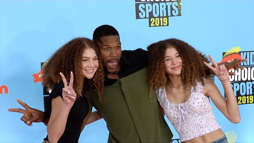 Michael Strahan with Isabella and Sophia Strahan