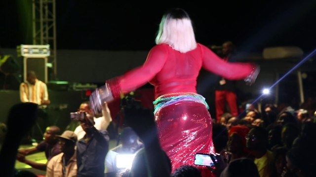 Ndéye Guéye junior au concert de Momo Dieng