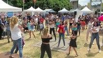Les adolescents lancés dans un flashmob en plein Livrodrome