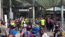Gilets jaunes: Quelques centaines de manifestants viennent d'envahir la Gare du Nord à Paris, en ce jour de grands départs en vacances