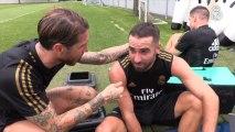 Sergio Ramos hace de reportero y entrevista a sus compañeros