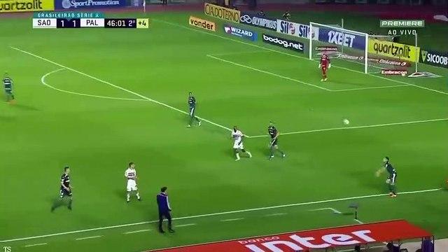 Deyverson weird skill against São Paulo