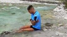 Correa si immerge nel torrente dopo la corsa