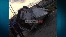 Report TV - Furgoni përplaset me bordurën në Vorë, vdes pasagjerja, shoferi në gjendje të rëndë