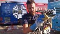 Les mécanos d'AG2R La Mondiale, dans les coulisses du Tour : le lavage des vélos