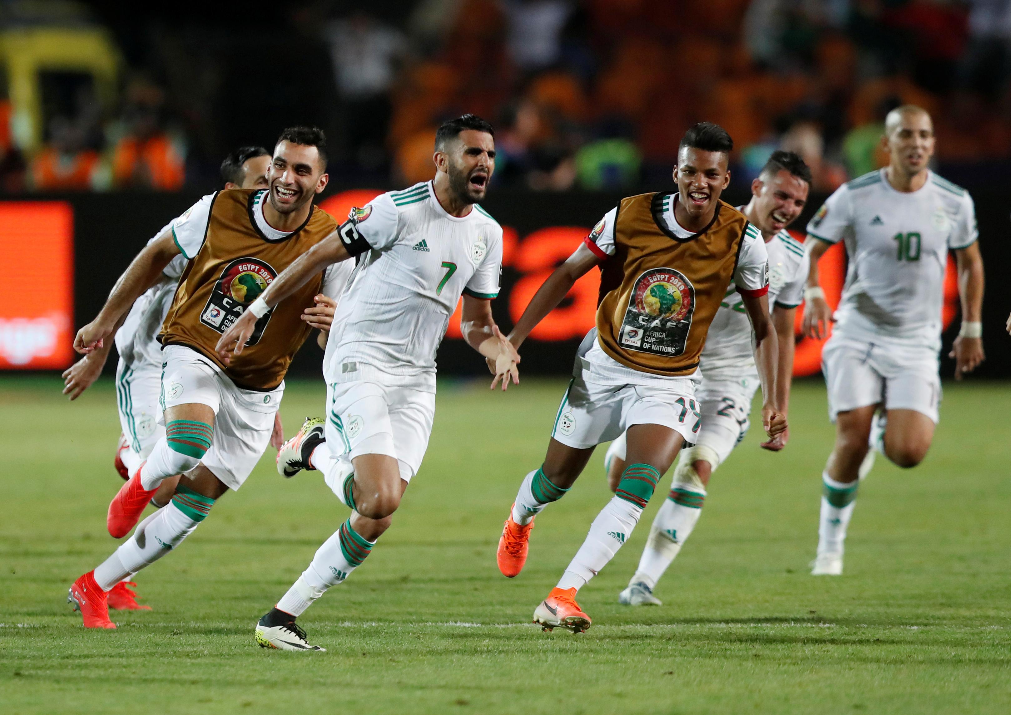 CAN 2019 - Mahrez délivre l'Algérie sur un ultime coup franc !