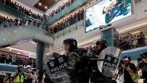 Batalla campal dentro de un centro comercial de Hong Kong