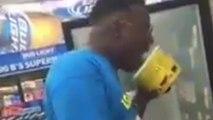 Un homme lèche un pot de glace et le repose en rayon mais se fait arrêter par la police