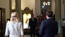 Saludo entre los Macron y Pedro Sánchez y Begoña Gómez